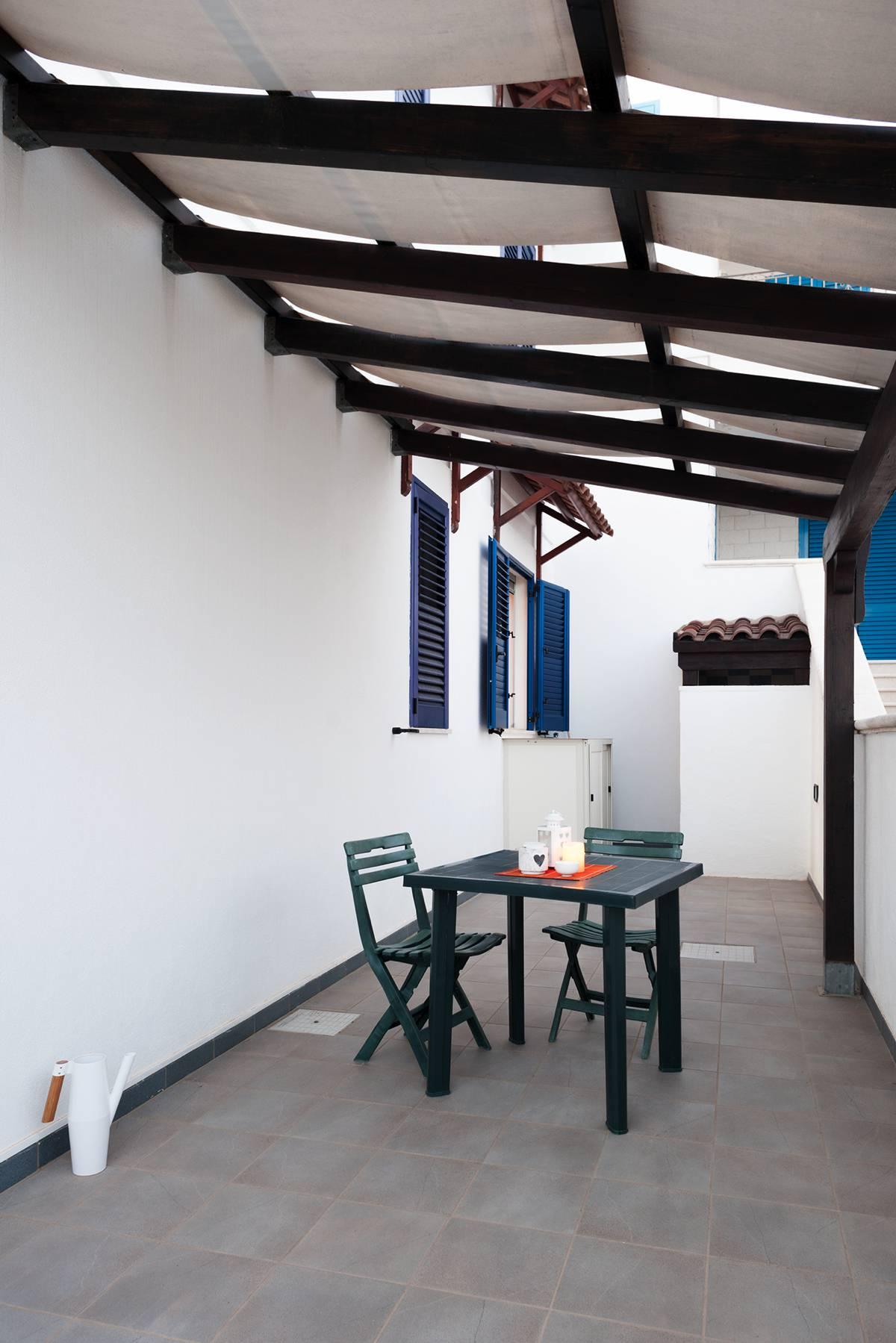 La casa cobalto piano terra una casa vacanza a torre vado for Piano casa piano terra